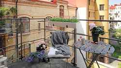 Τραπεζάκια έξω: Πώς να μεταμορφώσετε το μπαλκόνι σας στον απόλυτο καλοκαιρινό
