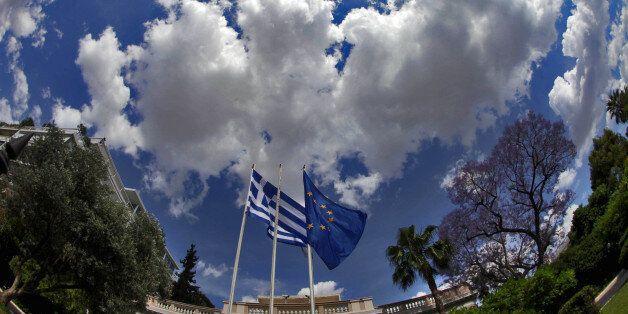 Νέα πρόταση της ελληνικής κυβέρνησης σε θεσμούς για ΦΠΑ με τρεις