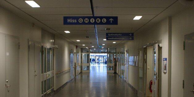 Entrén på insidan av Södersjukhuset sedd via en av huvud