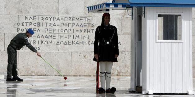 Η μάχη του...Συντάγματος για ΣΥΡΙΖΑ και Μένουμε Ευρώπη με διαδοχικές συγκεντρώσεις Κυριακή και