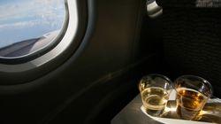 Τι πιστεύει η αεροσυνοδός όταν πίνετε πολύ στο
