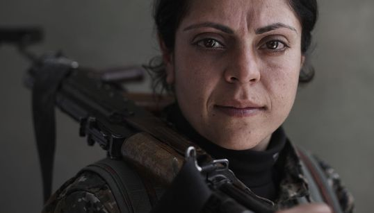 Οι βίαιες συγκρούσεις αποτυπωμένες μέσα από τα πρόσωπα των ανταρτών μαχητών του