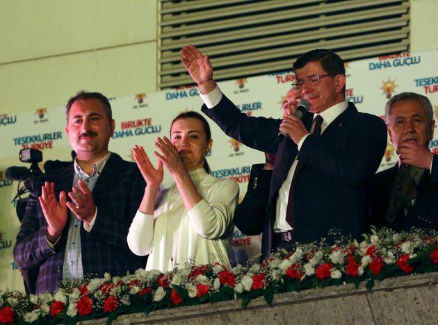Πύρρειος νίκη Ερντογάν στις βουλευτικές