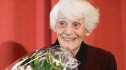 Σε ηλικία 102 ετών, Εβραία παιδίατρος έλαβε το πτυχίο που της στέρησαν οι