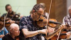 Βραβευμένος βιολιστής ολοκληρώνει κομμάτι του πατέρα του απαγορευμένο από τους Ναζί και ξεσπά σε