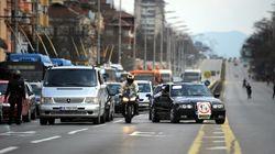 Δήμαρχος στη Βουλγαρία «πασπαλίζει« τους δρόμους με ζάχαρη για να...ξορκίσει τα τροχαία