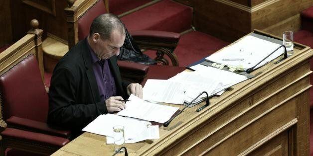Ο Γιάνης Βαρουφάκης ενημέρωσε βουλευτές του ΣΥΡΙΖΑ: Μέτρα 3 δισ. ευρώ ζητούν οι