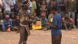 Το κυνήγι μαγισσών στη Παπούα Νέα Γουινέα, οι στυγερές δολοφονίες και τα πραγματικά αίτια πίσω από