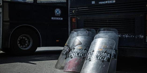 Δύο διμοιρίες ΜΑΤ στην κηδεία 45χρονου Ρομά υπό το φόβο συνέχισης της
