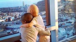 Η φωτογραφία δύο παιδιών που πάσχουν από καρκίνο συγκινεί το