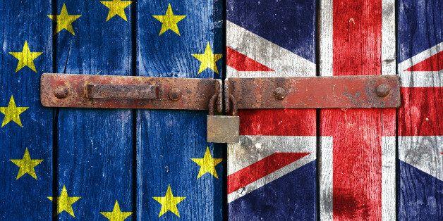 Αυξάνεται ο αριθμός των Βρετανών που ζητούν παραμονή στην