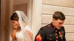 Με κλειστά τα μάτια της έσφιξε το χέρι και προσευχήθηκαν: Η φωτογραφία γάμου που συγκίνησε όλο το