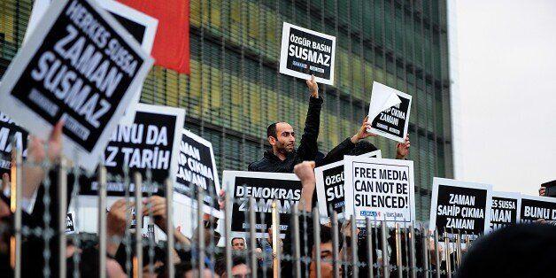 Φωτογραφία αρχείου από τις διαδηλώσεις μετά την έφοδο της αστυνομίας στα γραφεία της εφημερίδας Zaman...