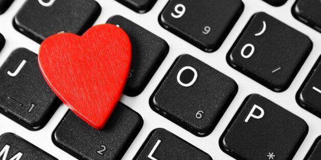 Πώς έχει αλλάξει το φλερτ στην ψηφιακή εποχή; Μια ψυχοθεραπευτρια