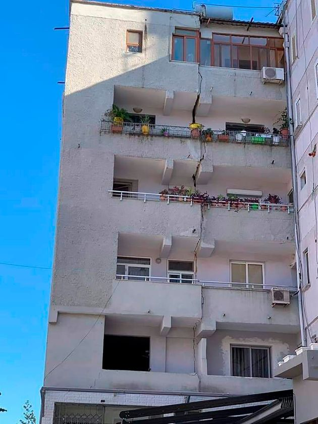Ο απολογισμός του μεγάλου σεισμού στην Αλβανία: Δεκάδες τραυματίες και ζημιές σε