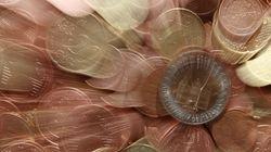 Bloomberg: Η Ελλάδα θα πρέπει να λάβει δημοσιονομικά μέτρα 3 δισεκ.