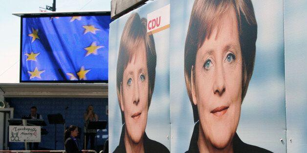 Kundgebund mit Bundeskanzlerin Angela Merkel und dem Präsidenten des Europäischen Parlametns Hans-Gert
