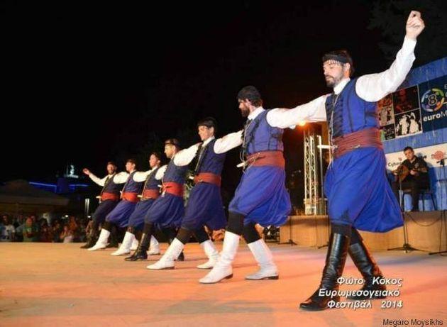 Ο κρητικός ερμηνευτής Βασίλης Σκουλάς σε μια παράσταση-έκπληξη για Κρήτες και