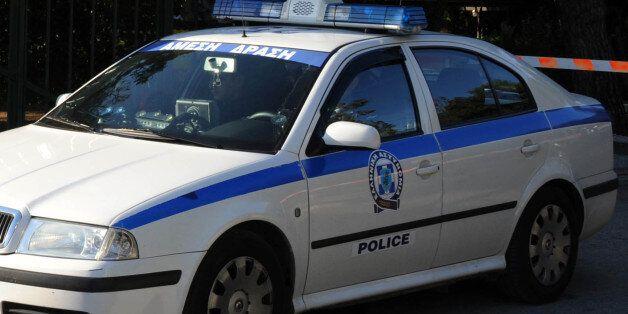 Οδηγός...καμικάζι έριξε το αυτοκίνητό του στο Τμήμα Μεταγωγών της