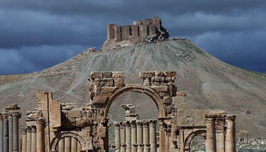 Κινδυνεύει να καταστραφεί η αρχαία πόλη της Παλμύρα από τους μαχητές του Ισλαμικού