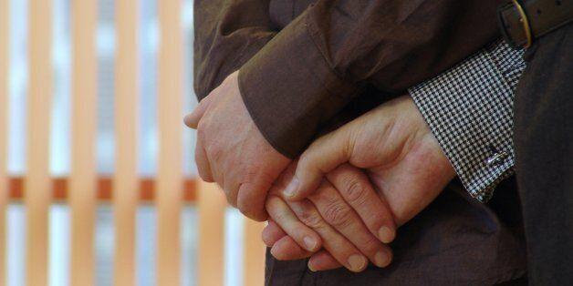 Ομοφυλόφιλο ζευγάρι κέρδισε την επιμέλεια του παιδιού που γέννησε παρένθετη