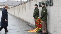 Μέρκελ: Δεν θα ξεχάσουμε ποτέ τις απερίγραπτες φρικαλεότητες των ναζί στα στρατόπεδα