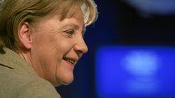 Η Μέρκελ αναγνωρίζει την ιστορική ευθύνη της Γερμανίας και τα «ανοιχτά τραύματα» στην