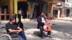 Ο τσελίστας της Βαγδάτης: Παίζει μουσική στο σημείο που έχασαν από βόμβα τη ζωή τους 10