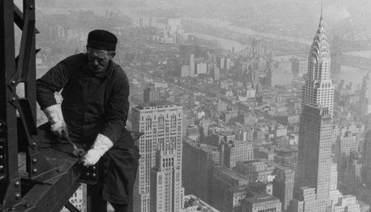 87 χρόνια Empire State Building: Vintage φωτογραφίες από την κατασκευή του διάσημου
