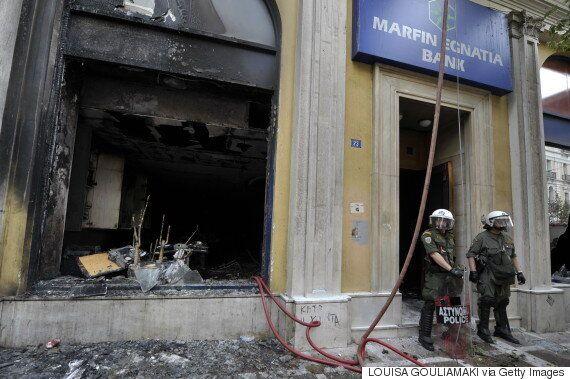 Πέντε χρόνια πριν: 110 δισ. ευρώ με σκληρά μέτρα λιτότητας και τρεις νεκροί στη