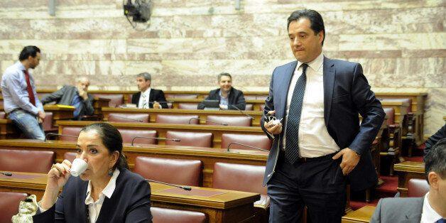 Σκληρές κόντρες στη Βουλή για την ΠΝΠ περί των ταμειακών