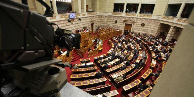 Ψηφίστηκε η ΠΝΠ για τα διαθέσιμα - Κομφούζιο στη Βουλή για τη