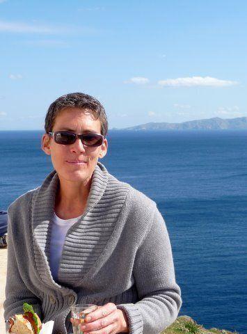 «I Love Acorns»: Η ιστορία μιας Αμερικανίδας που μετακόμισε στην Κέα και ζωντάνεψε το εμπόριο