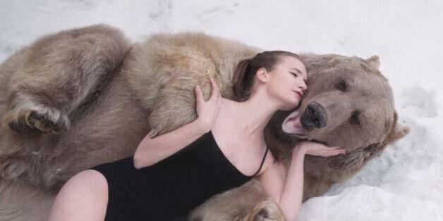 Moντέλα από τη Ρωσία στην αγκαλιά μιας