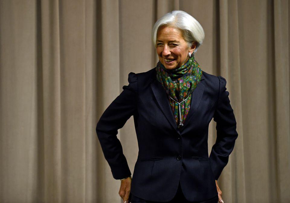Η Λαγκάρντ δεν πάει πουθενά χωρίς τα φουλάρια της: Είναι αυτό το νέο σύμβολο της γυναικείας