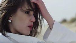 Marina Kaye plus femme que jamais dans le nouveau clip d'une pièce signée Sia