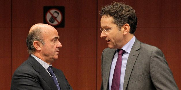 Dutch Finance Minister and Chairman of the Eurogroup Jeroen Dijsselbloem, right, talks with Spanish Economy...