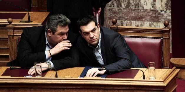FT: Εκνευρισμένοι Ευρωπαίοι αξιωματούχοι δεν θέλουν στην κυβέρνηση Καμμένο και «άκρα