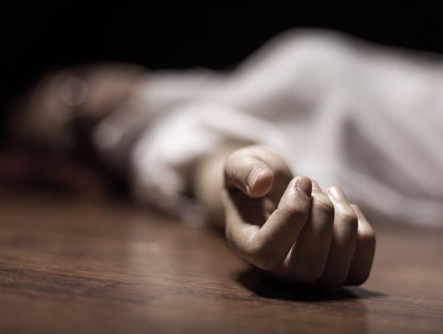 Un hombre asesina a su mujer a puñaladas en