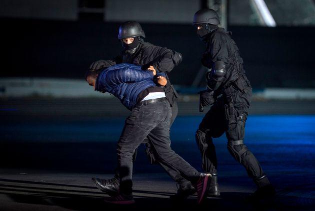 Démonstration des membres du Bureau central d'investigation judiciaire marocain (BCIJ) lors d'une...