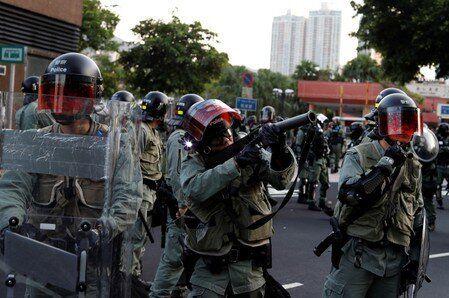 Ancora proteste, ancora lacrimogeni della polizia a Hong Kon
