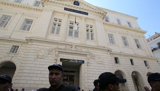 """Report du procès de l'homme d'affaires Kamel Chikhi dit """"El boucher"""" au 6 octobre"""