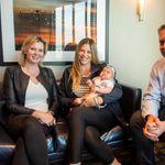 Un bébé de neuf semaines en campagne avec les