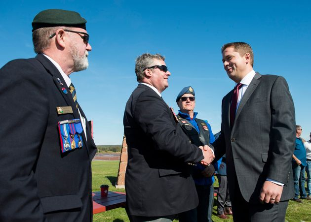 Andrew Scheer talks with veterans while making a campaign stop in Canoe Cove, P.E.I. on