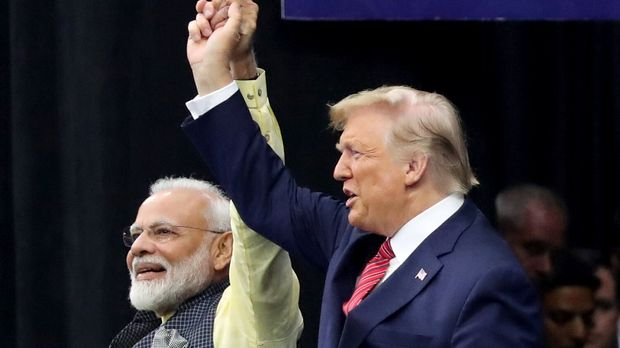 "U.S. President Donald Trump and India's Prime Minister Narendra Modi gesture during the ""Howdy Modi"" event in Houston, Texas, U.S., September 22, 2019. REUTERS/Jonathan Ernst"