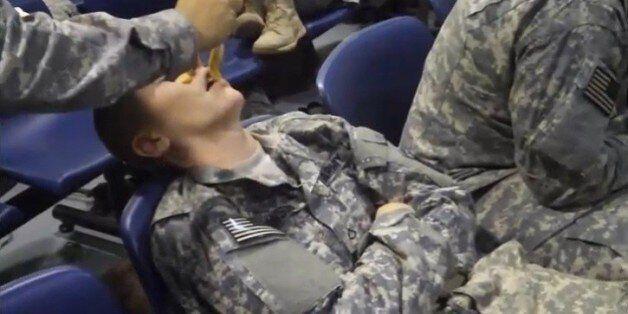 Φάρσες... στα χακί: Τι μπορεί να πάθεις αν σε πάρει ο ύπνος στο