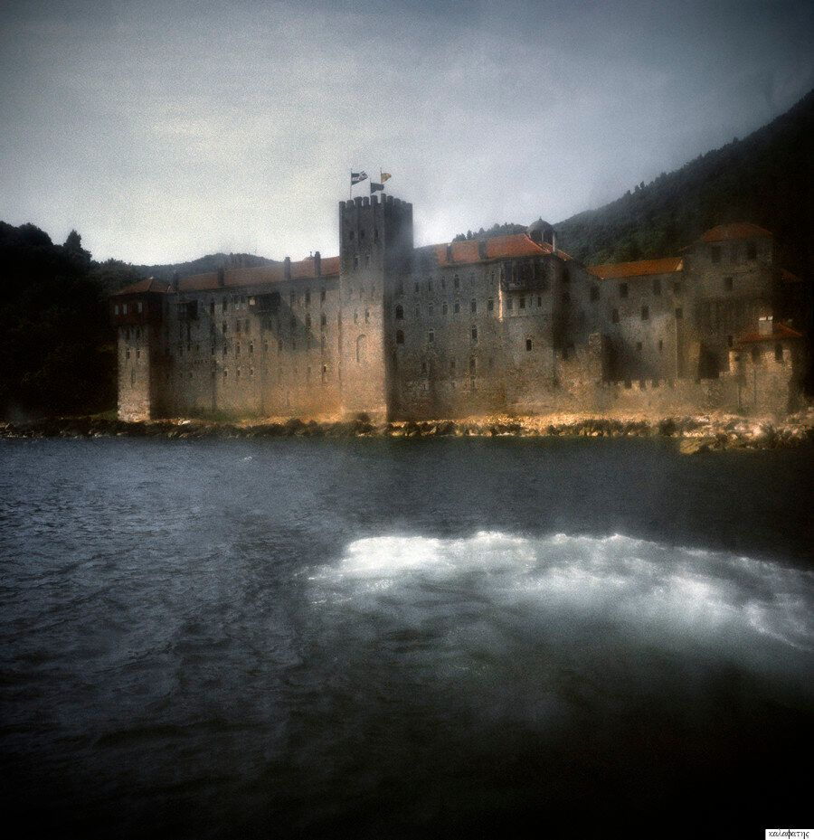 Στράτος Καλαφάτης: Φωτογραφίζοντας τον αθέατο κόσμο του Αγίου
