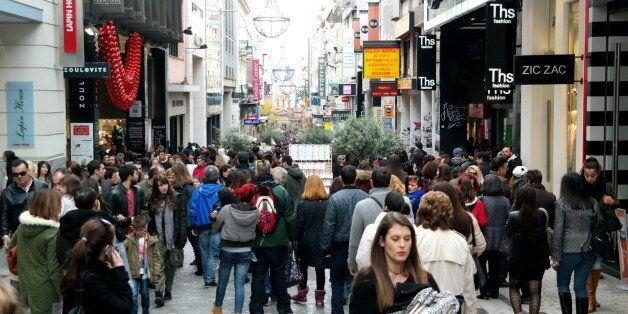 ΕΣΕΕ: Ανοικτά τα καταστήματα την Κυριακή των Βαΐων. Πρώτη απεργία για την κυβέρνηση από την