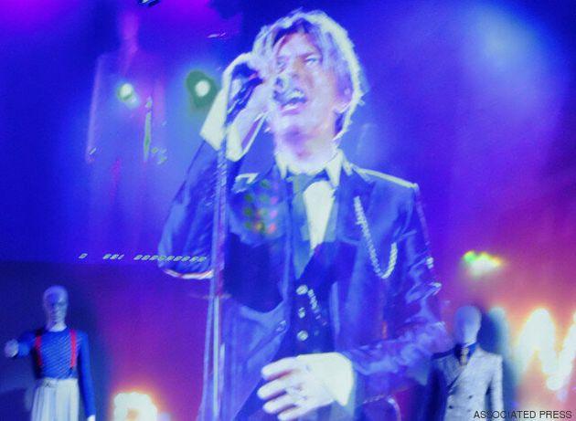 David Bowie is: Μια εντυπωσιακή ρετροσπεκτίβα στο μουσικό (και όχι μόνο) έργο του Λιγνού Λευκού