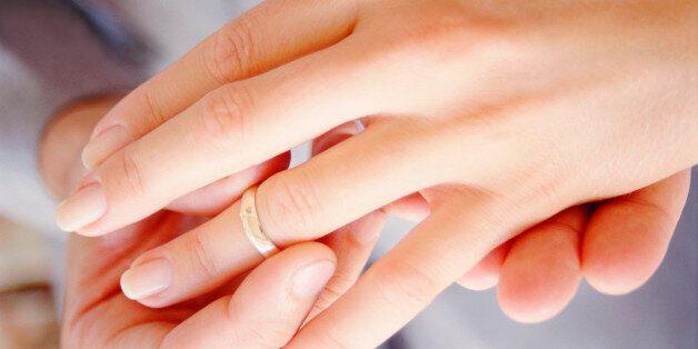Ετοιμοθάνατη παντρεύτηκε τον άνδρα της ζωής της σε νοσοκομείο στο